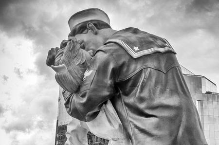 Unconditional Surrender Kiss statue in Sarasota.