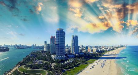 サウス ポワント パークと海岸 - マイアミ浜、フロリダの空撮。 写真素材