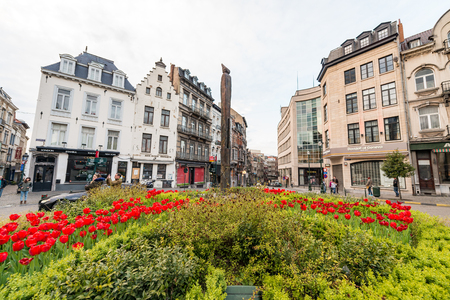 Bruxelles: BRUXELLES - MAY 1, 2015: Tourists and locals along city streets. Brussels attracts 10 million tourists every year.