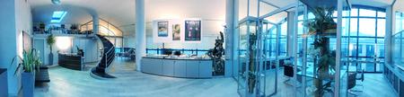 Moderne kantoor interieur, panoramisch uitzicht.