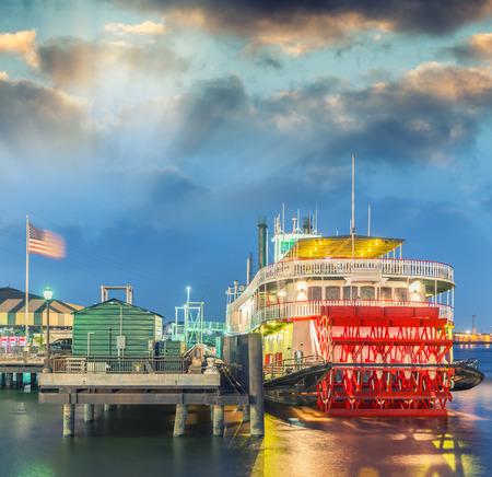 Steamboat on Mississippi river, New Orleans. 免版税图像 - 54655223