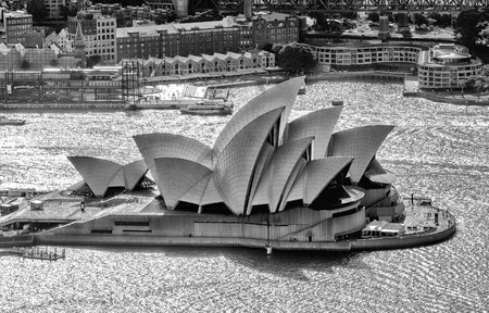 performing arts: SYDNEY - OCTOBER 12: The Iconic Sydney Opera House is a multi-venue performing arts centre also containing bars and outdoor restaurants. October 12, 2015 in Sydney, Australia. Editorial