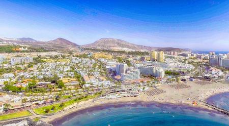 Piękny widok z lotu ptaka Playa de Las Americas na Teneryfie.