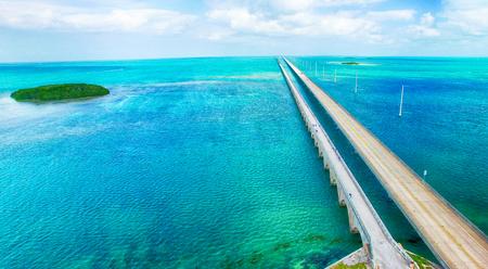 Overseas Highway vista aerea in una bella giornata di sole, in Florida.