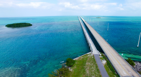 Overseas Highway aerial view on a beautiful sunny day, Florida. 스톡 콘텐츠