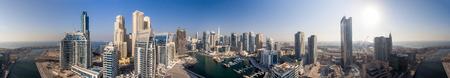 Dubai al tramonto, veduta aerea. Archivio Fotografico - 68784428