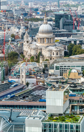 st pauls: Aerial view of Saint Paul Cathedral, London - UK. Stock Photo