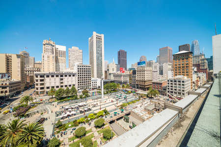SAN FRANCISCO - AUGUST 6, 2017: Buildings of Downtown San Francisco from Union Square. San Francisco welcomes 25 million visitors every year. Éditoriale