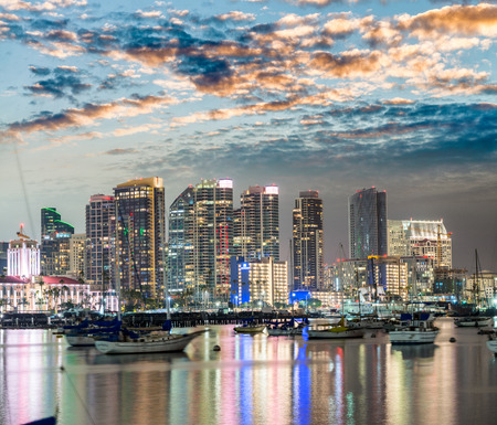 San Diego, California. Night view of Downtown buildgs with water reflections. Éditoriale