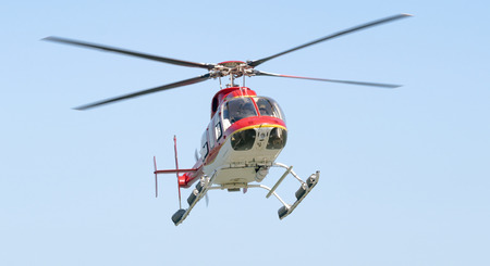 Hélicoptère en vol.