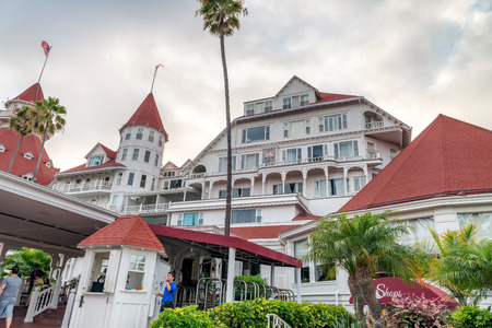SAN DIEGO - JULY 30, 2017: Opened in 1888, the landmark Victorian resort Hotel del Coronado on the Southern California coast was purchased in 2016 by the Chinese company Anbang Insurance Group.. Éditoriale