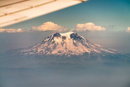 Mount Adams from airplane, Washington. Banque d'images