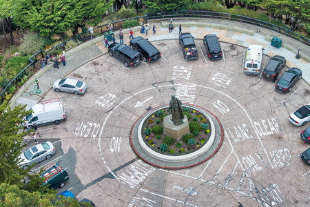 SAN FRANCISCO - AUGUST 6, 2017:Aerial view of Coit Tower Car Parking. The city attracts 20 million people annually. Éditoriale
