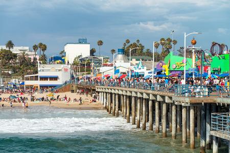 santa monica: SANTA MONICA, CA - AUGUST 1, 2017: City pier entrance sign. The pier is a famous tourist attraction with Luna Park. Editorial
