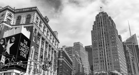 CITTÀ DI NEW YORK - 14 GIUGNO 2013: Costruzione di Macys a Midtown. Si tratta di un famoso centro commerciale. Archivio Fotografico - 88615912