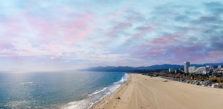 Panoramic aerial view of Santa Monica Beach at sunset, CA. Banque d'images