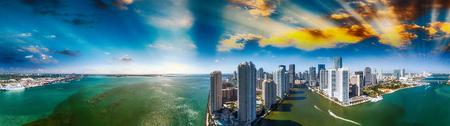 Downtown Miami e Brickell Key, vista aerea panoramica. Archivio Fotografico