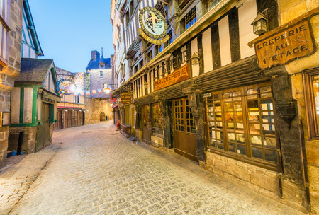 MONT SAINT MICHEL, FRANCE - JULY 2014: Tourists visit city medieval center. This is a major destination in France. 新聞圖片