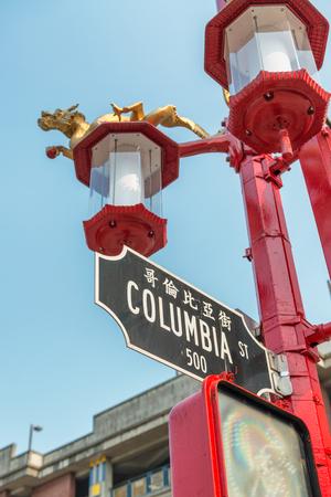Columbia Street sign in Vancouver Chinatown. 版權商用圖片