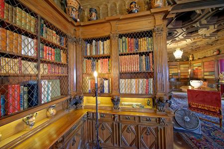 SAN SIMEON, CA - AUGUST 3, 2017: Hearst Castle interior. It is a National Historic Landmark and California Historical Landmark mansion. Редакционное