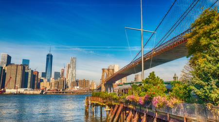 Brooklyn-Brückenansicht vom Brooklyn-Brücken-Park im Herbst, New York City.