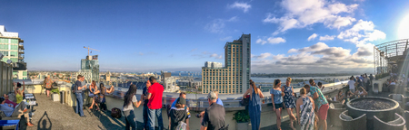 SAN DIEGO, CA - JULY 30, 2017: Tourists on a rooftop enjoy city view near Petco Park. San Diego attracts 20 million tourists annually. Éditoriale