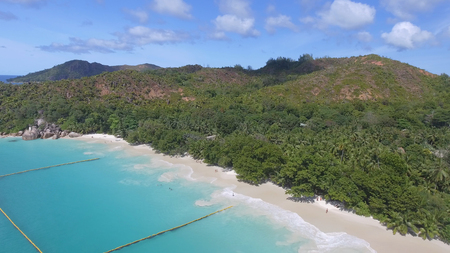 Aerial view of Seychelles coastline from drone. Banque d'images