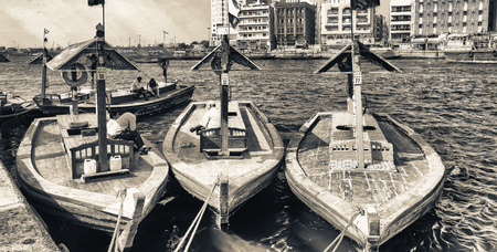 DUBAI, UAE - OCTOBER 2015: Boats along Dubai Creek. Dubai attracts 30 million people annually. Éditoriale