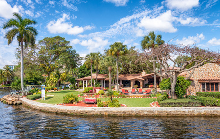 Beautiful homes along city canals, Fort Lauderdale, FL. Archivio Fotografico - 97410306