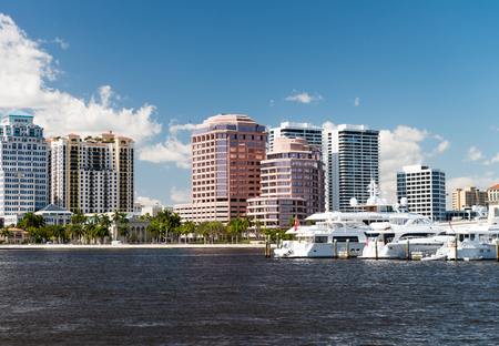 WEST PALM BEACH, FL - JANUARY 2016: Cityscape on a beautiful sunny day. It is a famous tourist destination in Florida. Publikacyjne