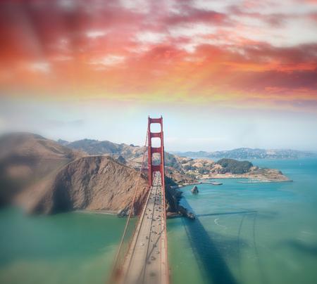 Vue aérienne du Golden Gate Bridge d'hélicoptère, San Francisco. Banque d'images