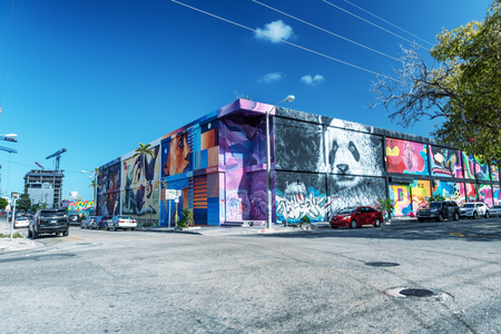 MIAMI - MARCH 29, 2018: Wynwood Walls in Miami is an area of graphics, wall paintings, street art objects. 新聞圖片