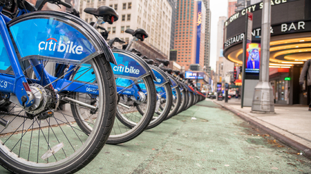 NEW YORK CITY - NOVEMBER 30, 2018: Citibike rental station in Manhattan. Citi Bike is a privately owned public bicycle sharing system. Redactioneel
