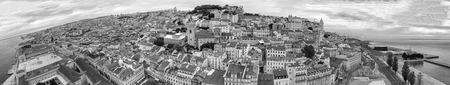 LISBON, PORTUGAL - NOVEMBER 3, 2018: Panoramic sunset aerial view of Lisbon. 新聞圖片