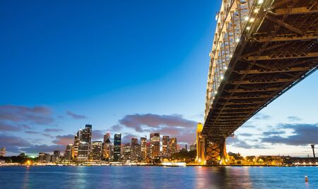 Sydney Harbor Bridge at night, city symbol, Australia. Imagens