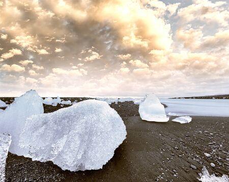 Icebergs at night in Jokulsarlon Lagoon, Iceland. Imagens