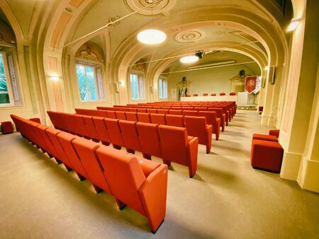 PISA, ITALY - SEPTEMBER 27, 2019: Interior of Saint Anna Main Conference Room. Zdjęcie Seryjne