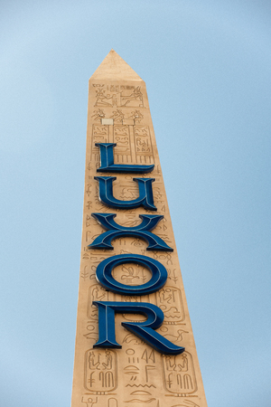 LAS VEGAS - JULY 1, 2018: Luxor Hotel exterior view of the obelisk. This is one of the most famous hotels in Las Vegas. 에디토리얼