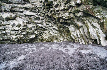 Reynisfjara Black Beach in Iceland. Imagens