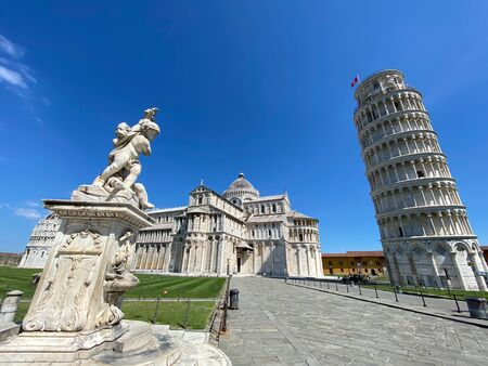 Cherub statue that sits on the Field of Miracles in Pisa, Tuscany.Famous leaning tower in the background. Banque d'images