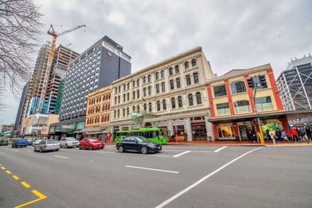 AUCKLAND, NEW ZEALAND - AUGUST 26, 2018: City streets and buildings on a cloudy winter morning 에디토리얼
