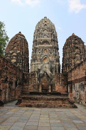dhamma: Vecchio tre pagoda sul cielo in Thailandia Archivio Fotografico
