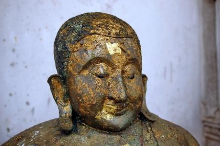 cabeza de buda: Cerca de la cabeza estatua de Buda Foto de archivo