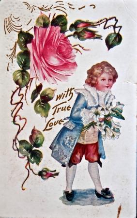 EE.UU. - alrededor de 1900 - Esta postal del vintage de edad está mostrando signos de desgaste y edad con el mensaje de amor verdadero. Objeto nostálgico americana circa 1900. Foto de archivo - 13692322