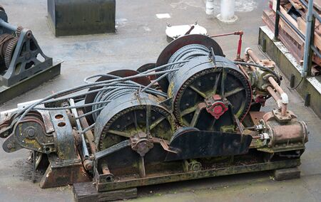 Industrial cable puller winch with cables wound up on the two main spools. Heavy duty machinery equipment. Banque d'images
