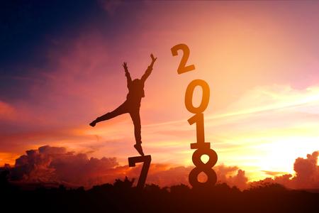 실루엣 젊은 남자 2018 새해 복 많이 받으세요