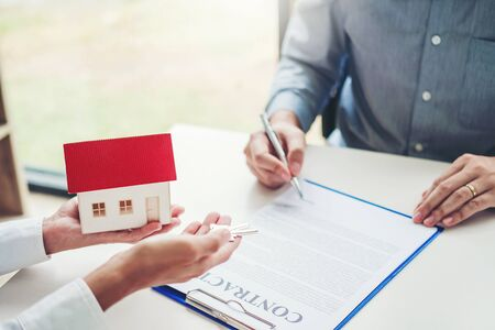 Sale agent giving house to customer and sign agreement contract, Insurance Home concept 写真素材
