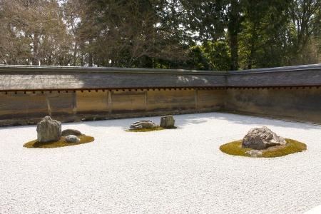 Steingarten kare-sansui in Ryoan-ji Tempel, Kyoto, Japan