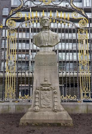 belgie: Bust of Auguste Marie Francois Beernaert in Ostend, Belgium