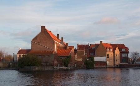 belgique: Old houses on the bank of the canal. Wulpenstraaat street, Bruges, West Flanders, Belgium